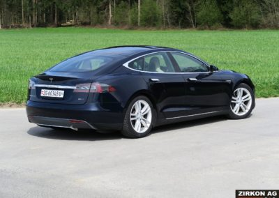 TESLA Model S 85D dunkelblau 09