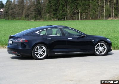 TESLA Model S 85D dunkelblau 13