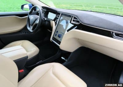 TESLA Model S 90D 22