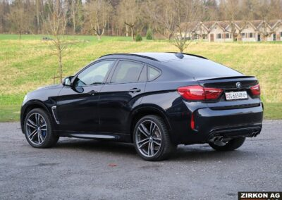 BMW X6M outside 04