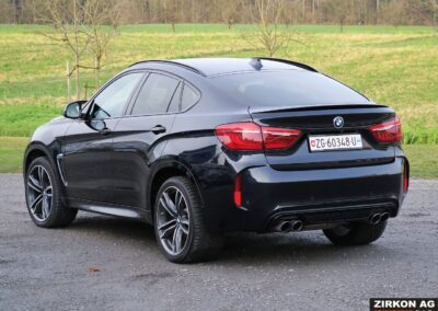 BMW X6M outside 05