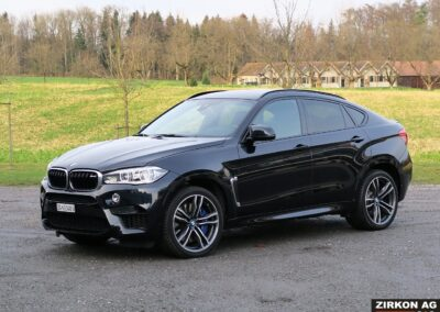 BMW X6M outside 07