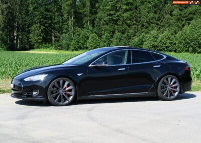 TESLA Model S 85D Performance 05
