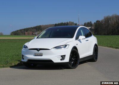 Tesla Model X 90D weiss 02