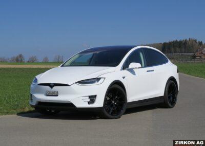 Tesla Model X 90D weiss 03