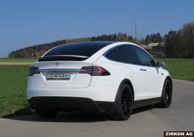 Tesla Model X 90D weiss 20