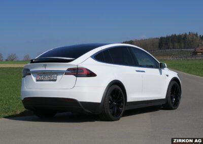 Tesla Model X 90D weiss 21