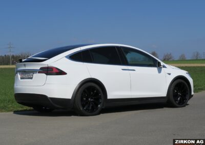 Tesla Model X 90D weiss 23