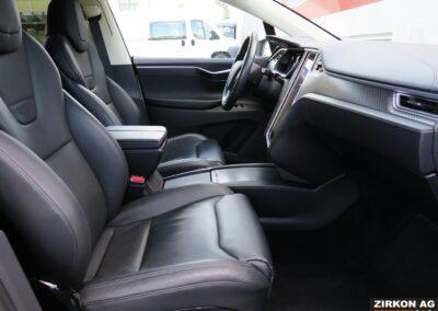 Tesla Model X 90D weiss Interior A 05